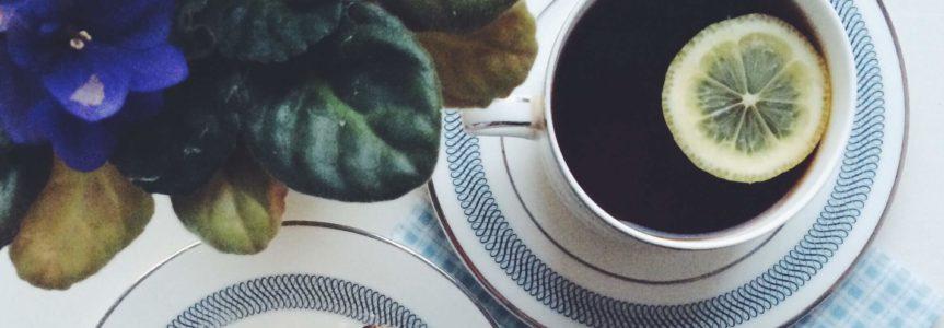 Čo spôsobuje kyslosť kávy?